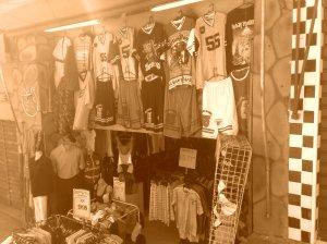Loja de roupas em frente aos Correios